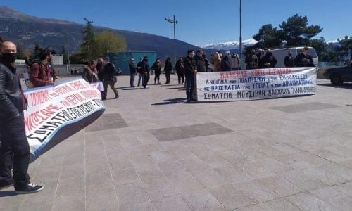 Ιωάννινα: Μουσικοί κι επισιτισμός σε συγκέντρωση διαμαρτυρίας
