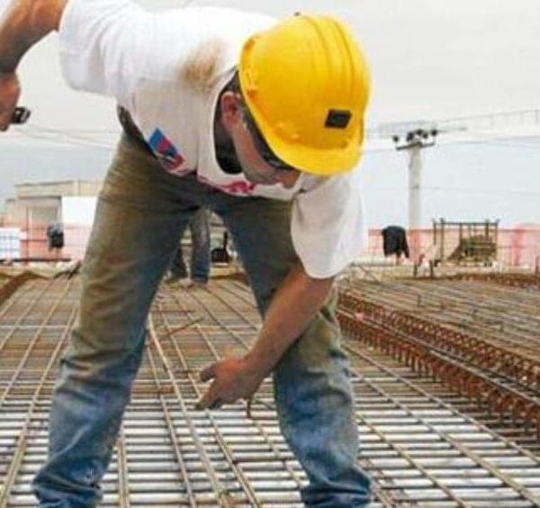 Τη Μεγάλη Τετάρτη η πληρωμή του αδειοδωροσήμου Πάσχα σε 61.824 εργατοτεχνίτες οικοδόμους