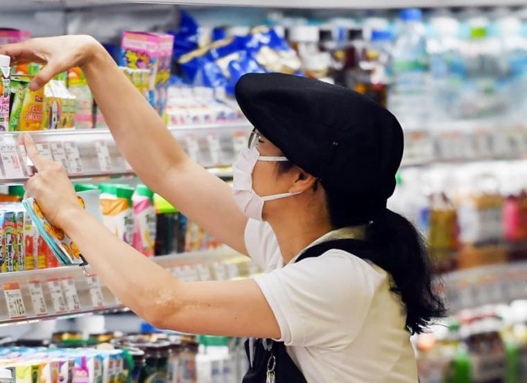 Η κυβέρνηση μετατρέπει σε «σκλάβους» τους εργαζόμενους στα σούπερ μάρκετ: Θα δουλεύουν μέχρι τις 22:30!