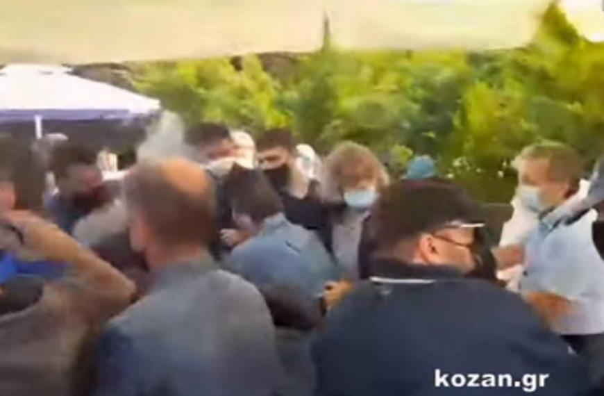 Κοζάνη: Σκηνές απείρου κάλλους στο Εργατικό Κέντρο – Πιάστηκαν στα χέρια (video)
