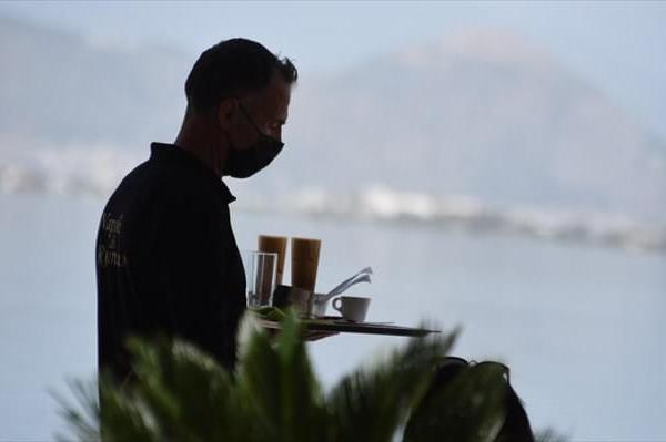 «Συμφιλιωτική σύσκεψη» στο υπ. Εργασίας όλων των εμπλεκόμενων στον κλάδο Επισιτισμού-Τουρισμού ζητεί η ΠΟΕΕΤ