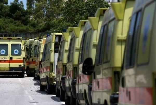 Εργαζόμενοι ΕΚΑΒ: Αυτοί που μας χειροκροτούσαν τώρα μας πετούν στο δρόμο