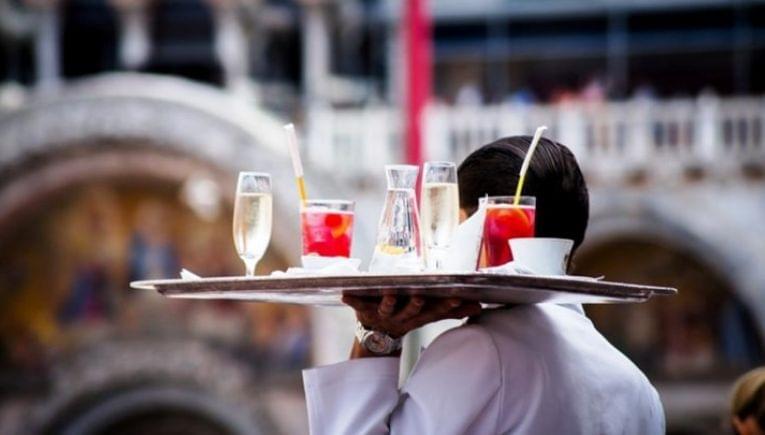 Ερώτηση στη Βουλή για οικονομική στήριξη των εργαζομένων σε τουρισμό – επισιτισμό