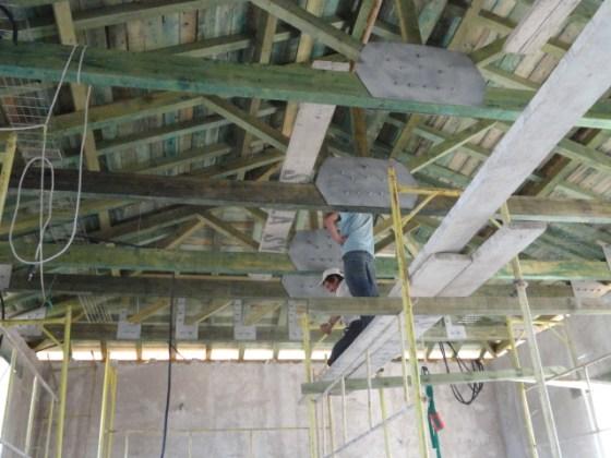 Çatı sistemi yenilenmiş, duvarlar özgün harç karışımı ile sıvanmıştır.