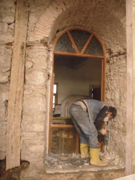 Pencereler sökülerek projedeki detayına uygun olarak yapılmıştır.