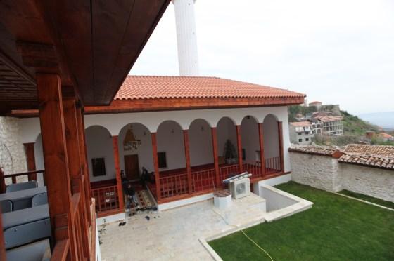 Uygulamada Çatı Strüktürü, Üst Örtü Elemanları ile Tamamen Yenilenmiştir