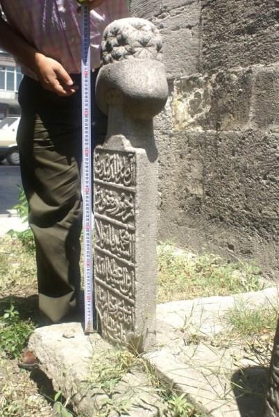 HZR-K: Âl-i Sadreddin'den merhum u mağfur Es-Seyyid Muhammed Tahir Monla İbnü's- Seyyid Atâullah Efendi ruhlarına el- fatiha 1197 (1782)