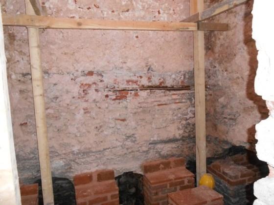 Hamam içinde duman yollarındaki tuğla sütunların çözülmüş olan sıraları yenilenmesi ve hamam zemini akıntısına göre taşıyıcı duvarların tesviyeleri yapılması
