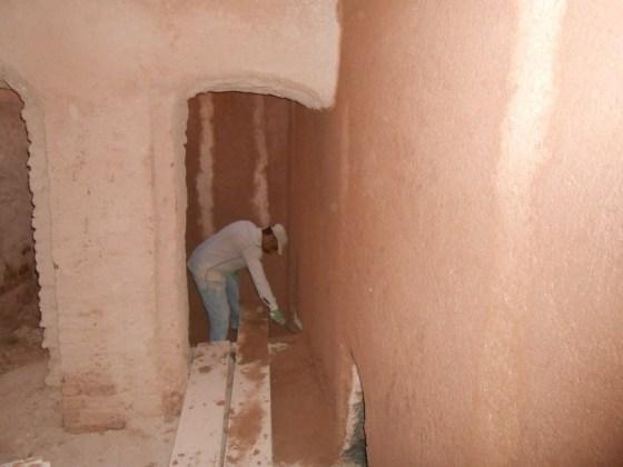 Erkekler bölümü sıcaklık kısmı beden duvarlarının kaba sıva yapımı