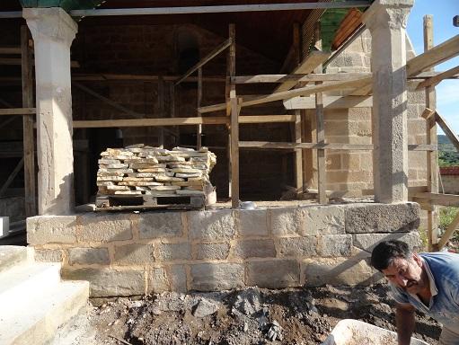 Son cemaat su basman taş örgüsü yenilenmiş, onarımları yapılarak derzlenmiştir. (fotoğraf 20)