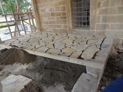 Kayrak taş düzeni ile son cemaat döşemesi yapılmıştır (fotoğraf 21)