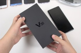 LG V30 RETAIL: Unboxing & Comparisons (Questions Anyone?)