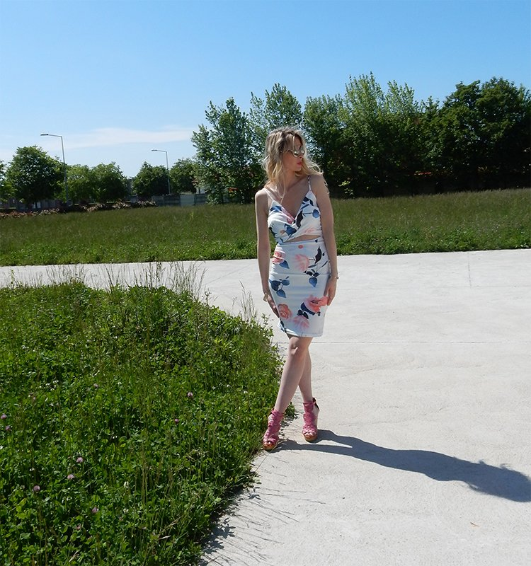 How to wear a floral dress