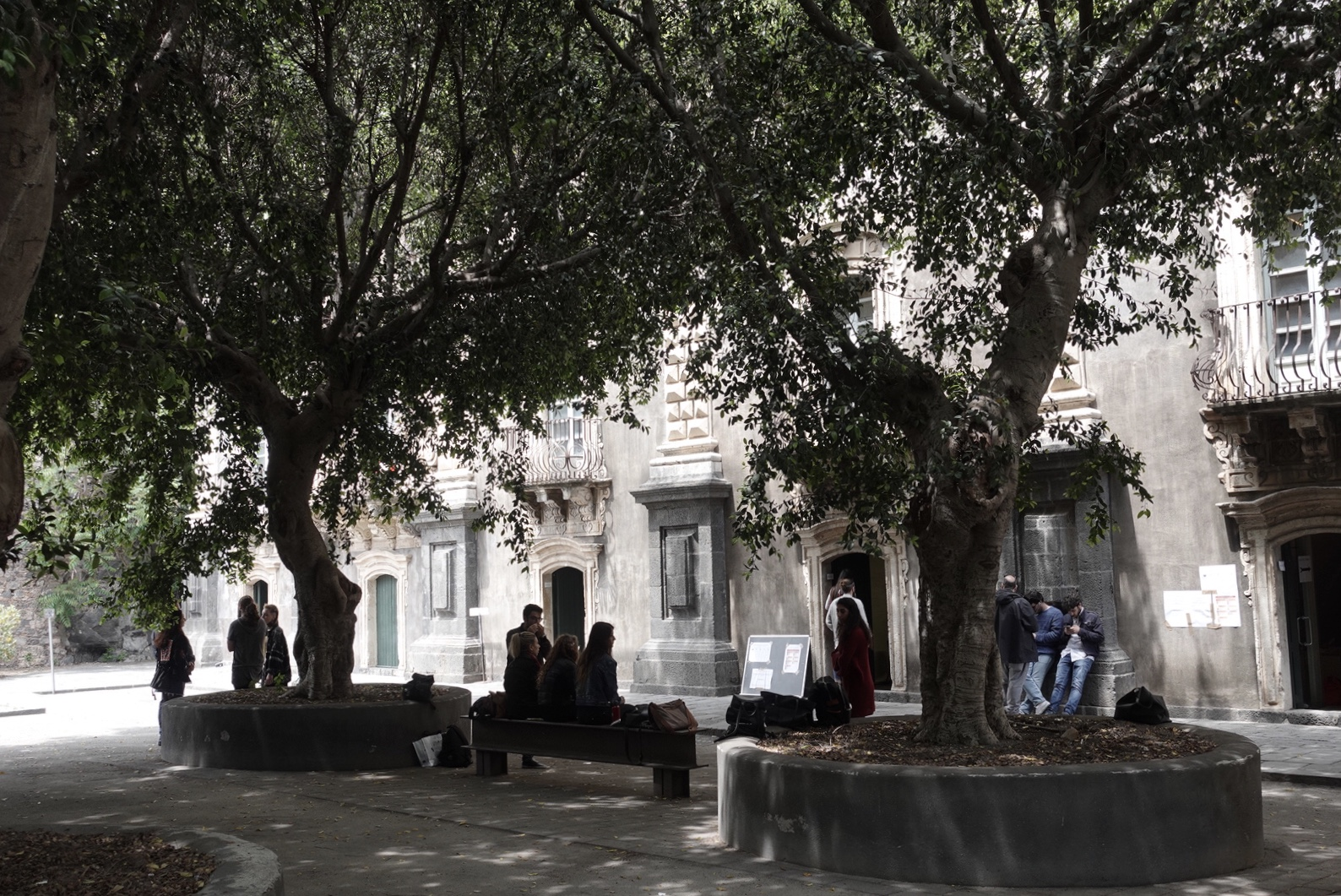 Studenten bij het Monastero dei Benedettini