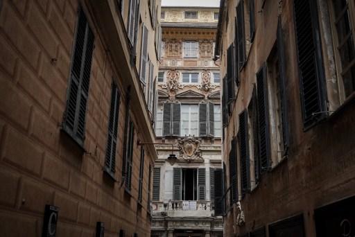 Gezicht op een stadspaleis in Genua