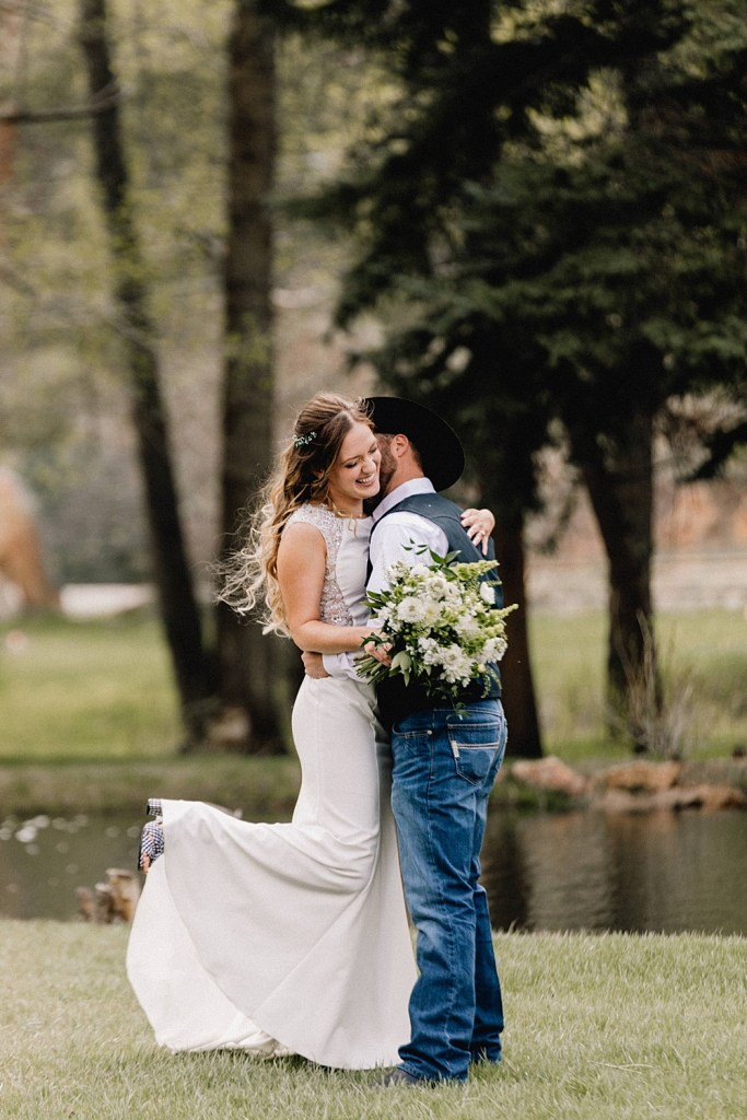 Black Canyon Inn offers a small island for beautiful couples portraits