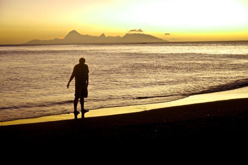Driving around Tahiti: Sunset in Tahiti