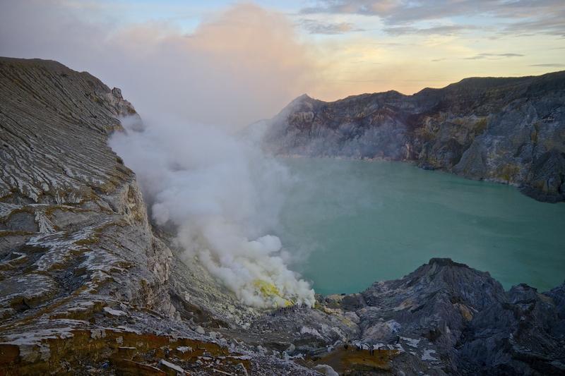 kawah-ijen-volcano-crater-lake