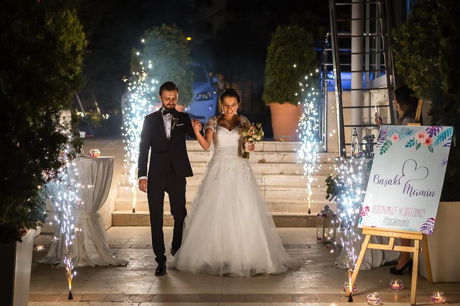 bride and groom sparkler entrance