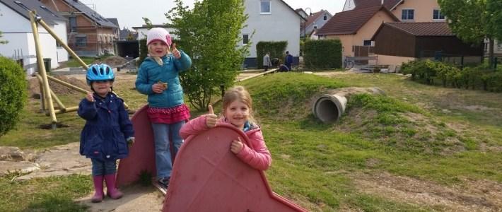 Aufbau Doppelschaukel am Spielplatz