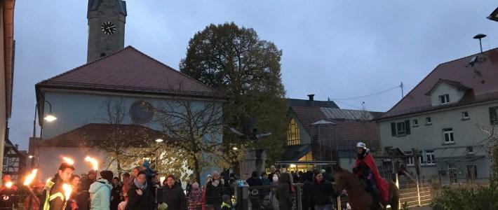 """Bunter """"St. Martinsumzug"""" mit tollen Laternen in Erlenbach"""