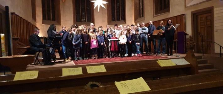 """Adventsingen in Kandel mit den """"Little Voices"""" und """"Voice of Happines"""" aus Erlenbach"""