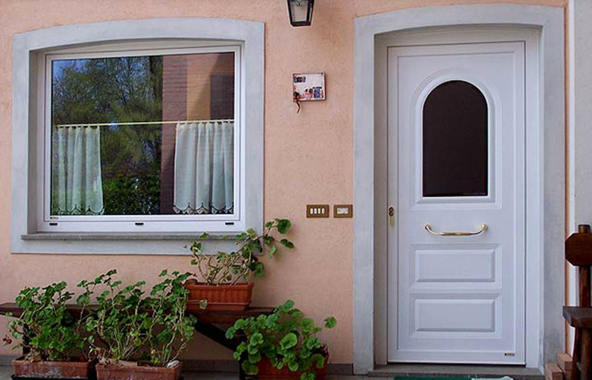 Produzione montaggio vendita serramenti finestre infissi for Finestre in pvc