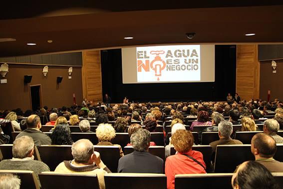 Asamblea de vecinos para informar sobre los contactos con grupos politicos