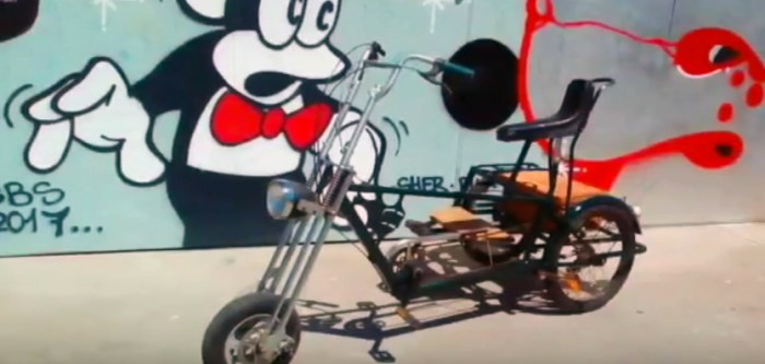 Lobiano acoge la exposición de bicicletas de Alex de la Huerta