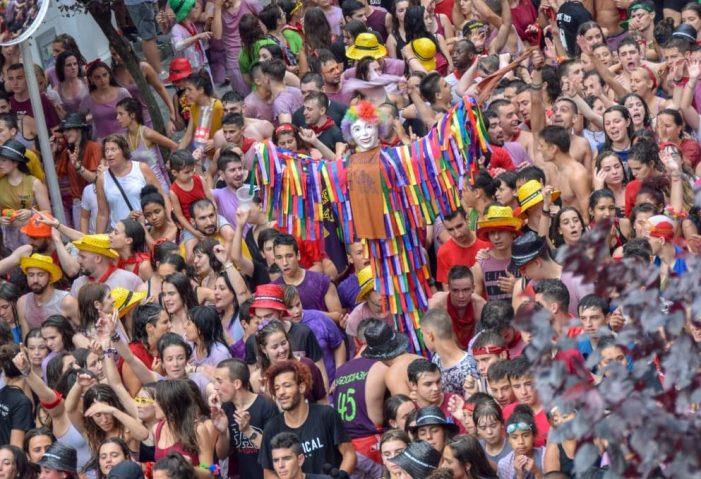 Vídeo. Desfile de Txarangas tras el txupinazo