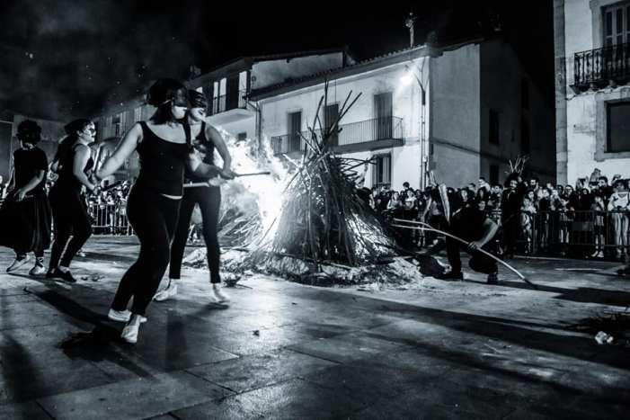 La magia de la noche de San Juan ilumina Ermua