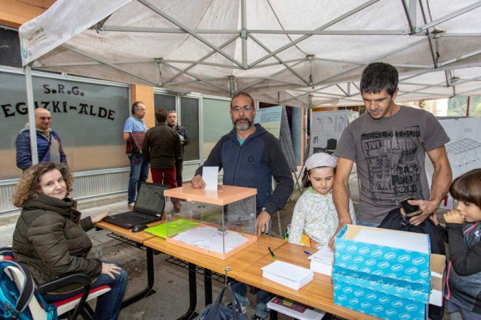Ermua vota cómo cubrir la plaza Cardenal Orbe