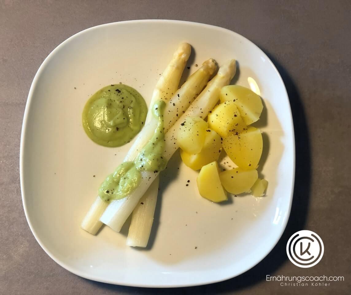 So bereitet man aus einer Avocado eine vegane Alternative des Klassikers Sauce Hollandaise