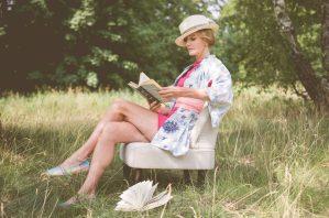 erna&gustav Organic Comfort Clothing Christiane im Kimono und Kaschmir Seide Schal von Lea Loeckle Textildesign