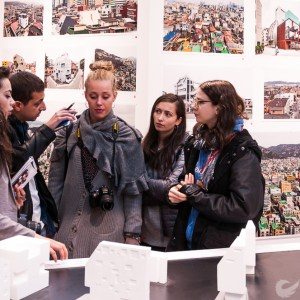 Reporting from the front e l'architettura si rende tangibile