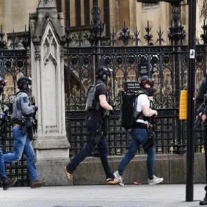 Londra, attentato al Parlamento: due vittime e diversi feriti a Westminster Bridge