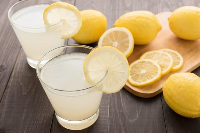 I benefici del succo di limone: l'elisir di lunga vita