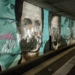 Atto vandalico a Napoli, sfregiati i murales di Totò e Troisi.
