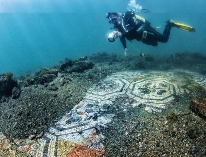 Parco Archeologico di Baia: disvelati nuovi mosaici