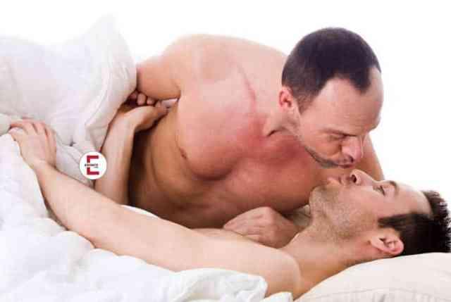 Das Geständnis: Freund mit Vater nackt im Bett erwischt