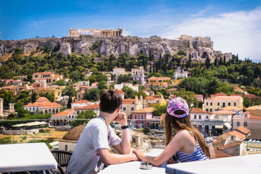 Coupla-gazing-at-acropolis-honeymoon-guide