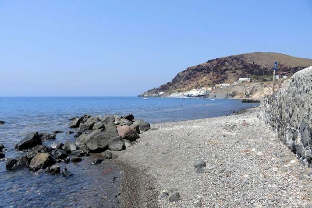 akrotiri-beach-santorini