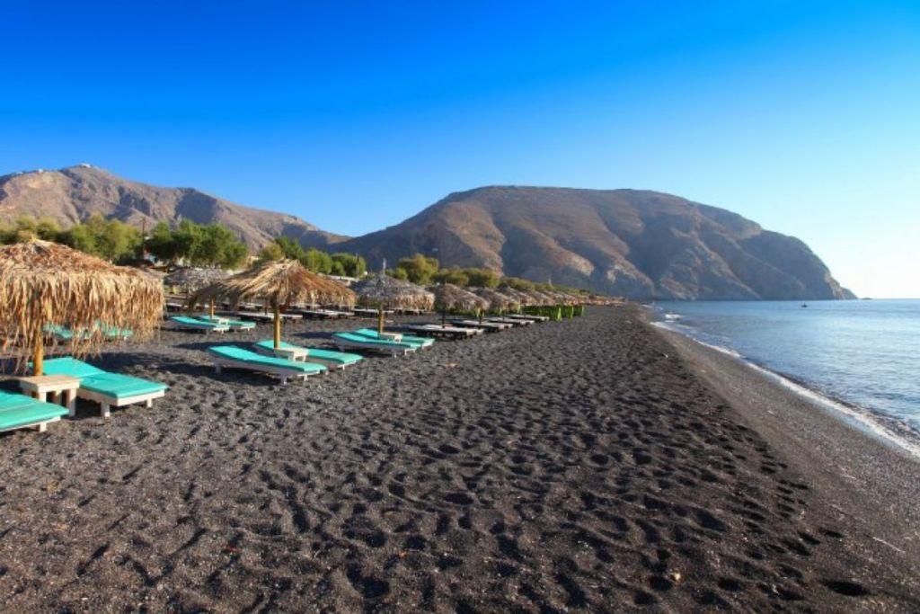 perissa-Santorini-beaches-for-couples