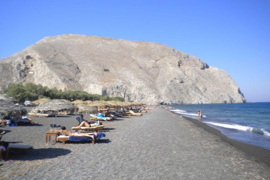 perivolos--Santorini-beaches-for-couples