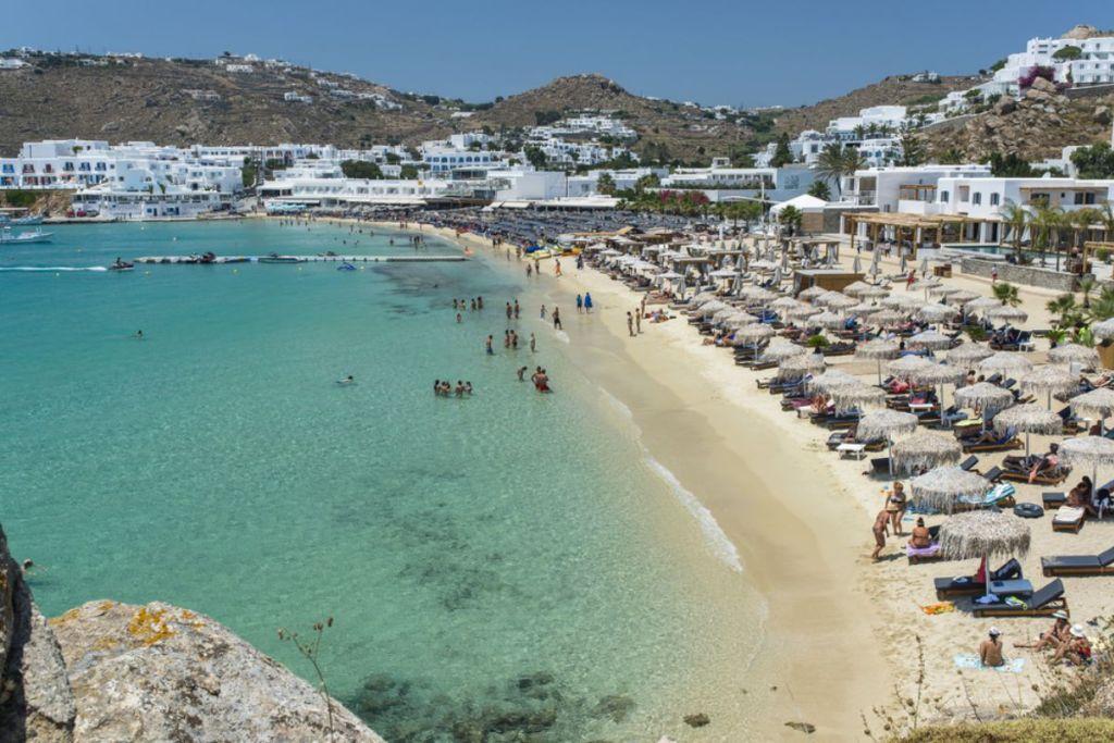 platis-gialos-beaches-for-couples-in-Mykonos