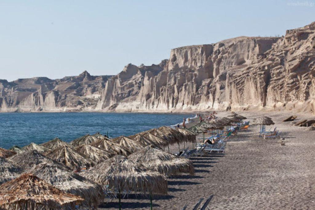 vlychada--Santorini-beaches-for-couples