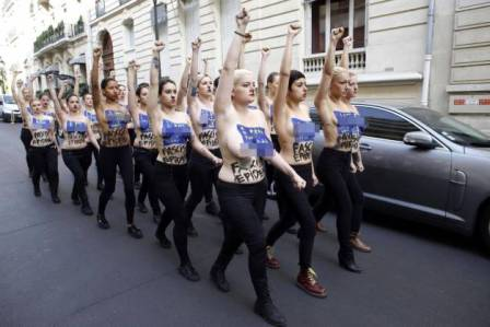 Femen κατά της «φασιστική επιδημίας που εξαπλώνεται στην Ευρώπη»