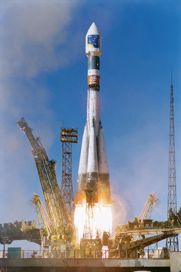 Space in Images - 2001 - 11 - Soyuz-Fregat launch of first ...