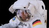 Thomas_Reiter_during_spacewalk_small.jpg