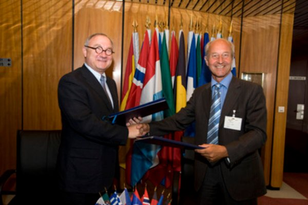 ESA and EUMETSAT sign GMES Framework Agreement / Observing ...